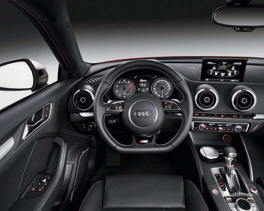 Салон Audi S3 2013 года