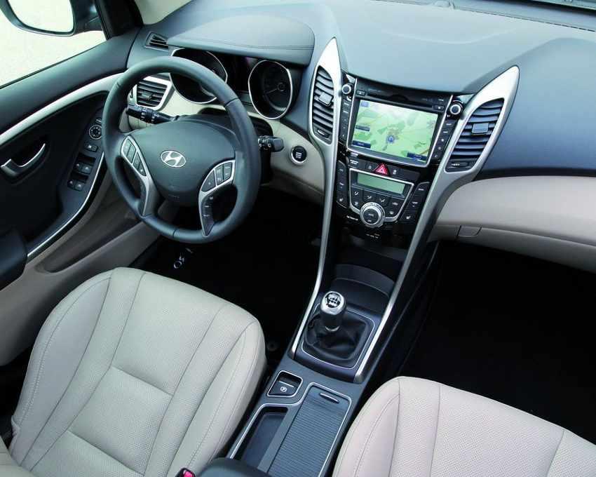 Салон универсала Hyundai i30 2013