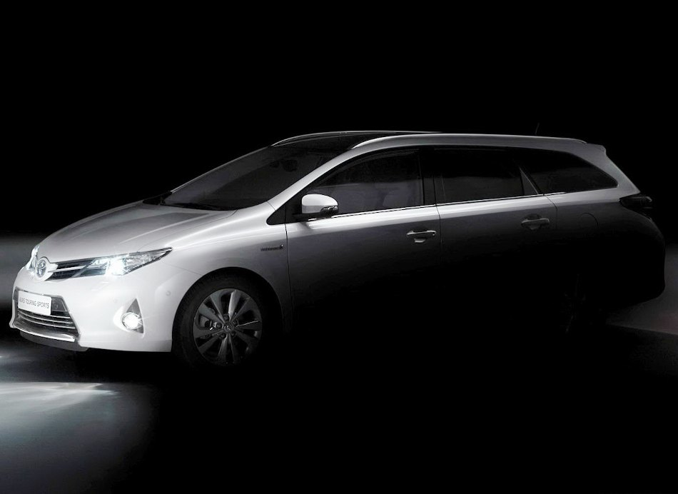 Универсал Toyota Auris Tourer 2013