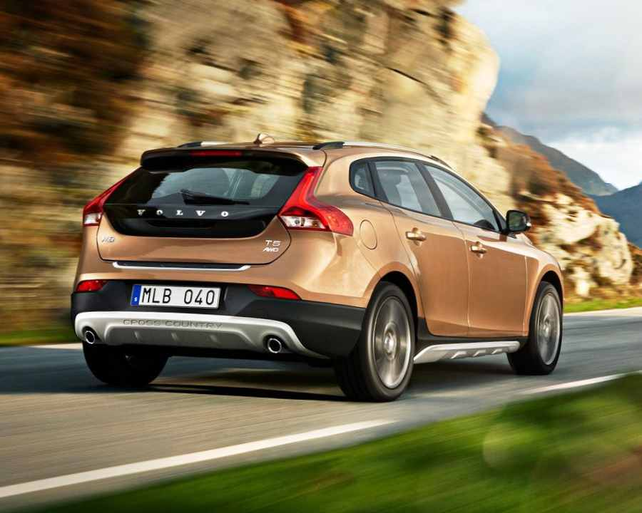 Задний бампер Volvo V40 Cross Country 2013 года