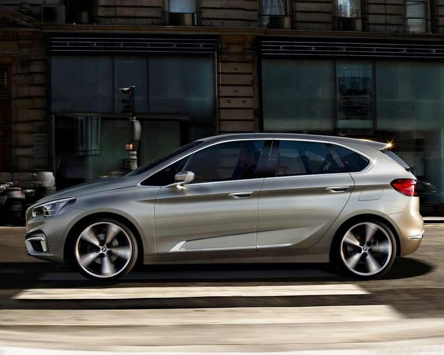фото BMW Active Tourer сбоку