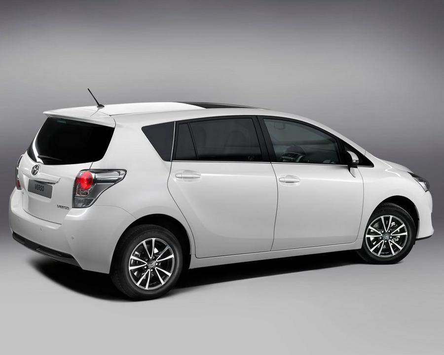 фото Toyota Verso 2013 сбоку