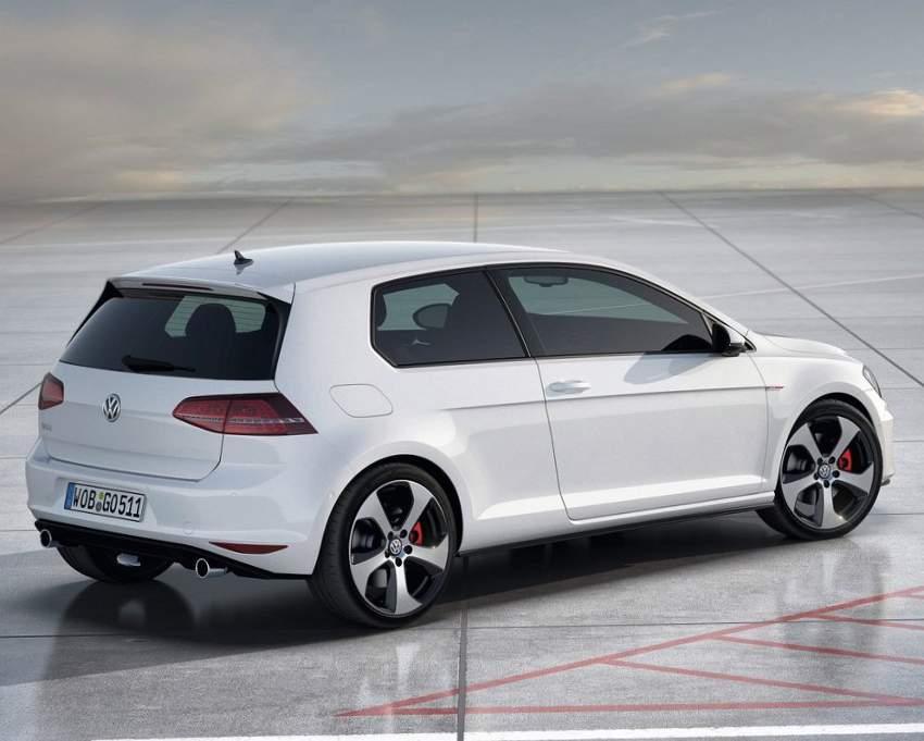 фото Volkswagen Golf 7 GTI сбоку