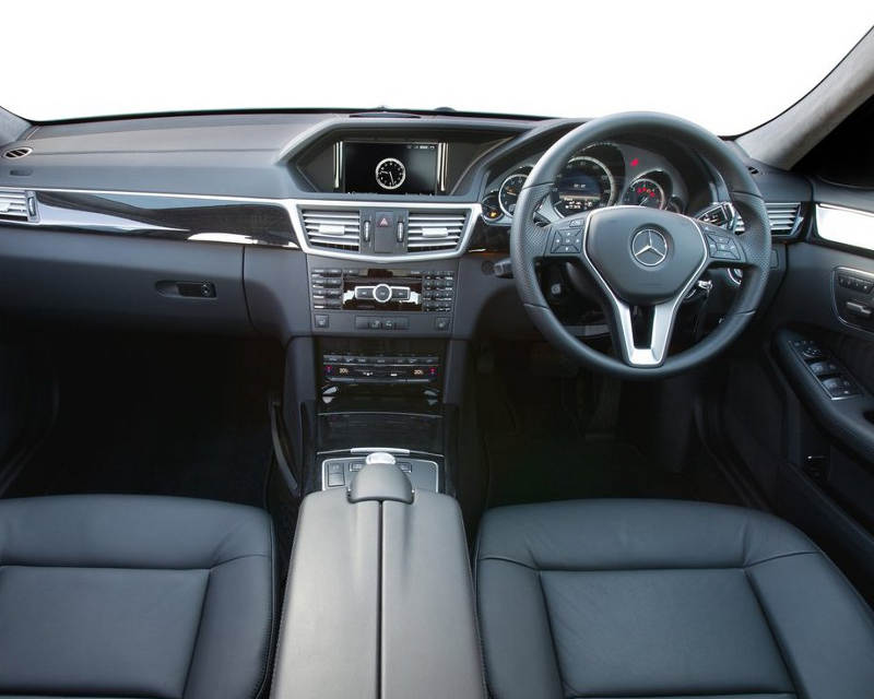 Салон Mercedes-Benz E300 BlueTEC Hybrid 2013