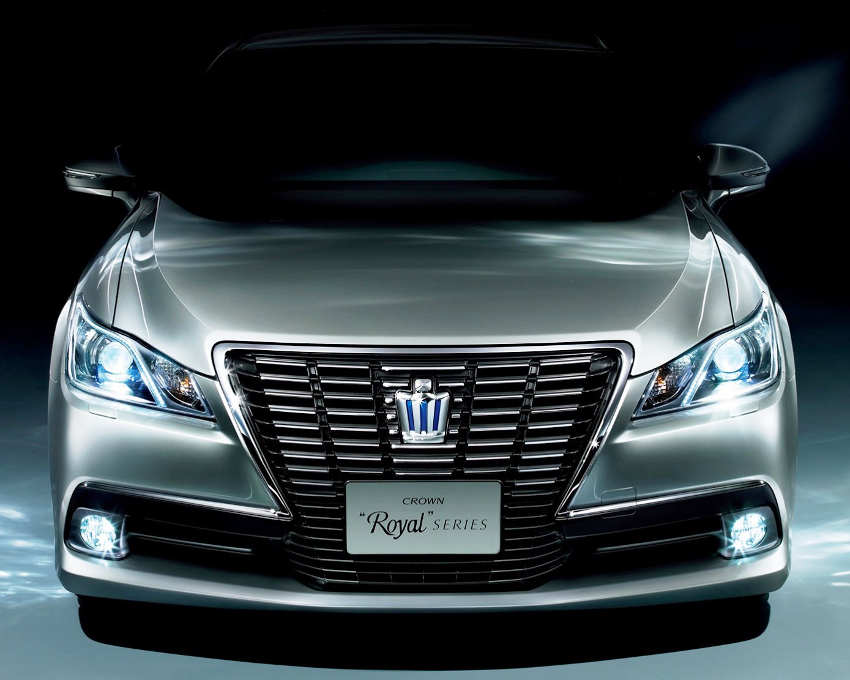 бампер Toyota Crown Royal 2013