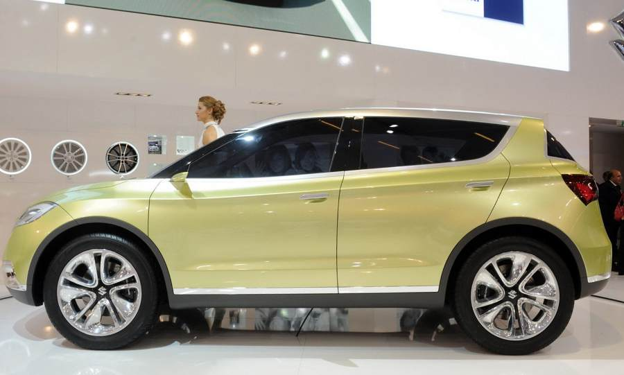 фото Suzuki S-Cross 2012 сбоку