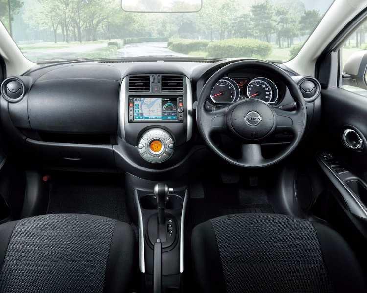 салон Nissan Latio 2013