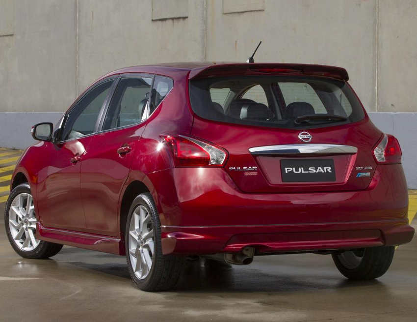 задний бампер Nissan Tiida 2013