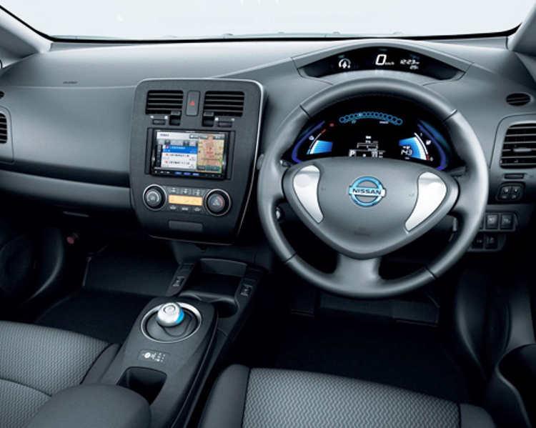 Салон Nissan Leaf 2013 года