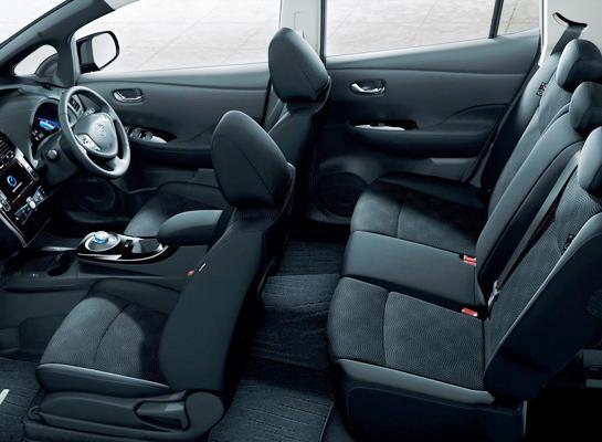 интерьер Nissan Leaf 2013 года