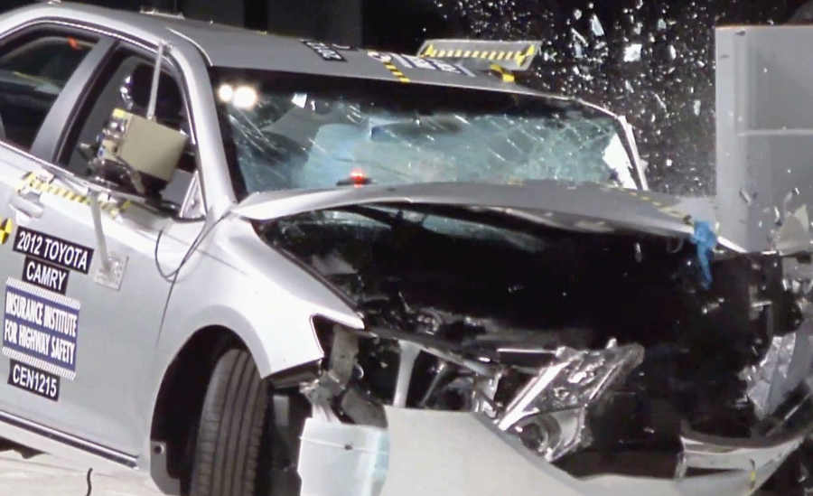 Краш-тест Toyota Camry 2012 от IIHS
