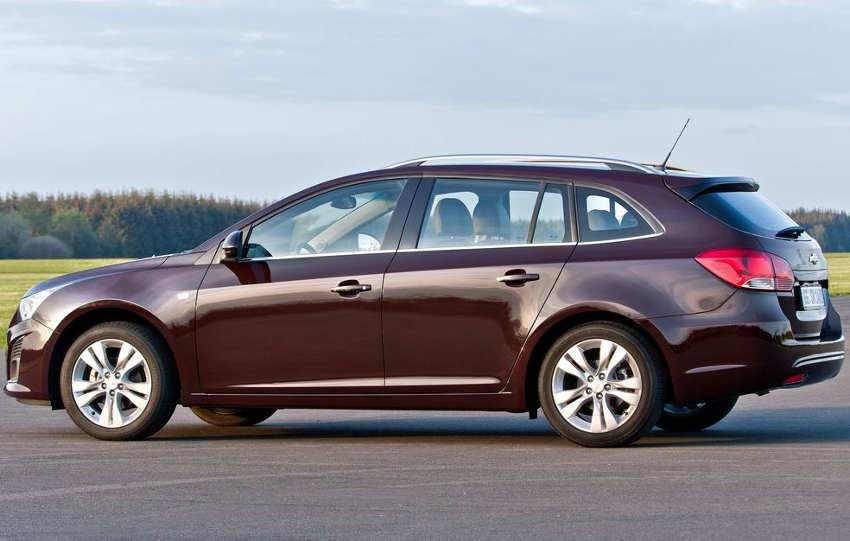 фото Chevrolet Cruze 2013 сбоку
