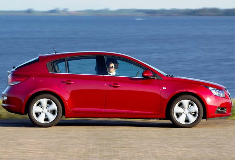 фото Chevrolet Cruze Хетчбэк сбоку