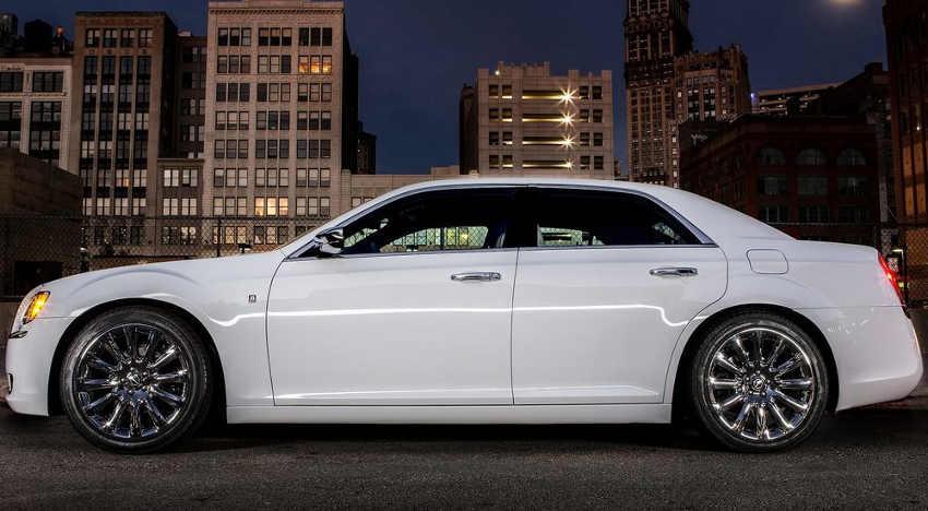 фото Chrysler 300 Motown Edition сбоку