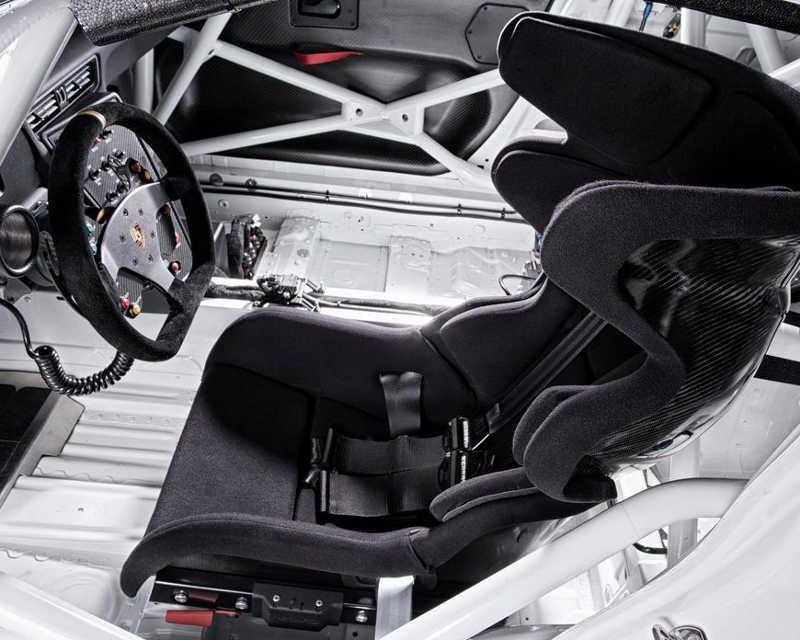 интерьер Porsche 911 GT3 Cup 2013 года
