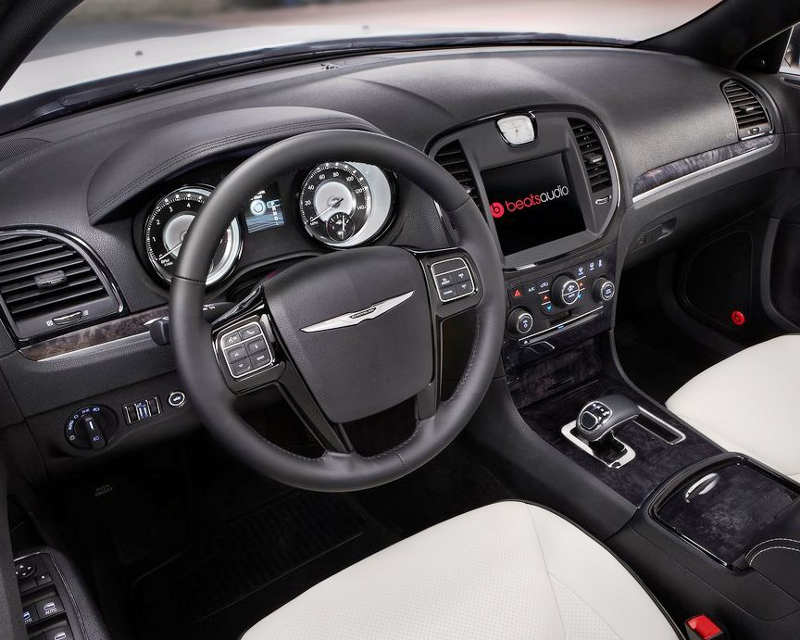 салон Chrysler 300 Motown Edition 2013