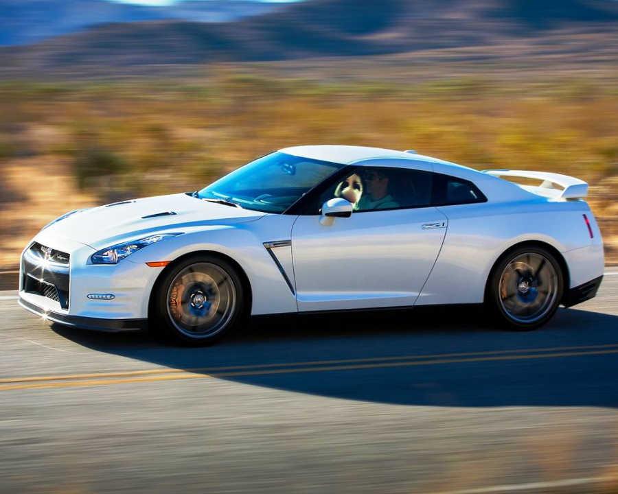 фото Nissan GT-R 2014 сбоку