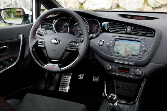 салон Kia Ceed GT 2014