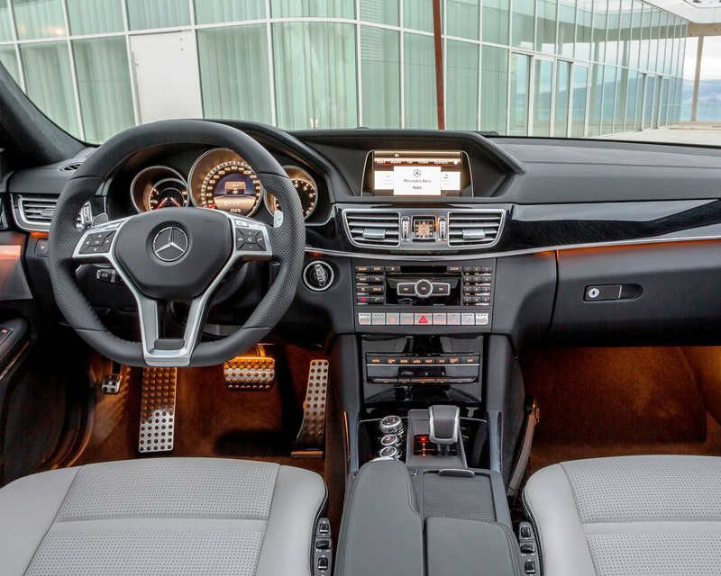 салон Mercedes E63 AMG 2014 года