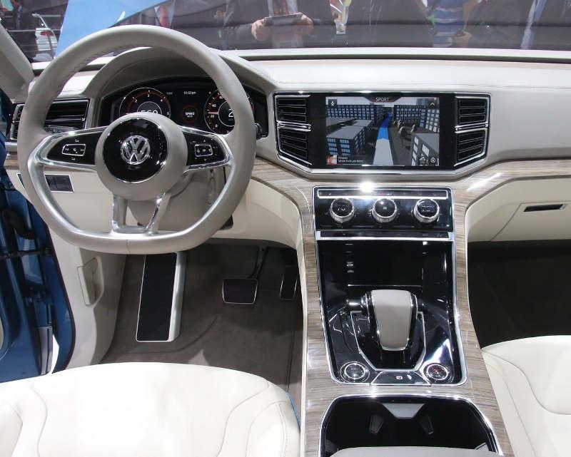 салон Volkswagen CrossBlue Concept 2013