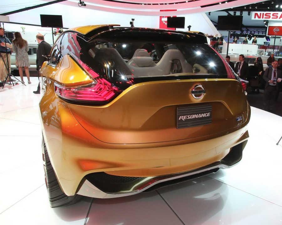 задние фонари Nissan Resonance Concept 2013