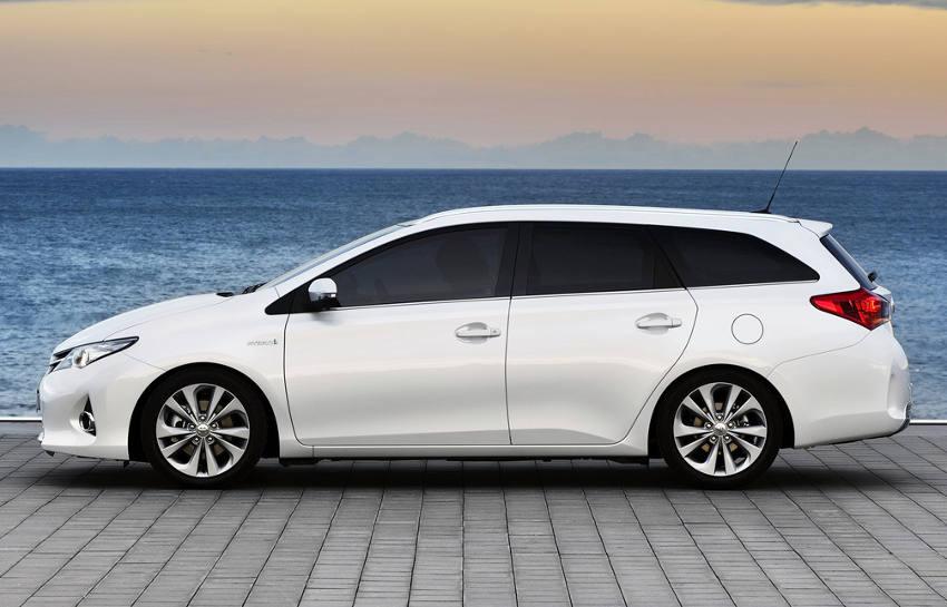 фото Toyota Auris Touring Sports 2014 сбоку