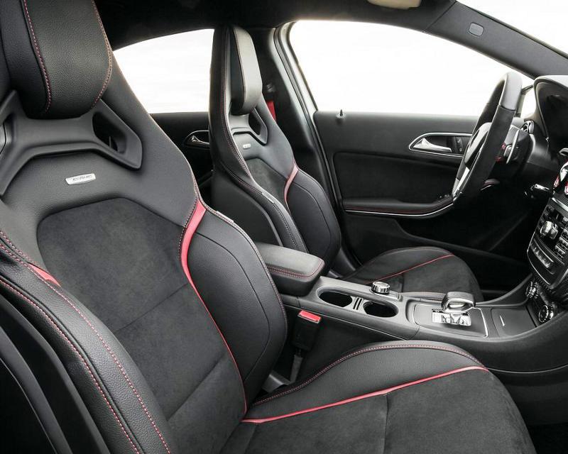 интерьер Mercedes A45 AMG 2014