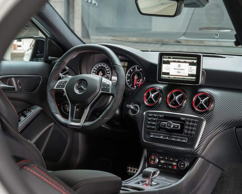 салон Mercedes A45 AMG 2014