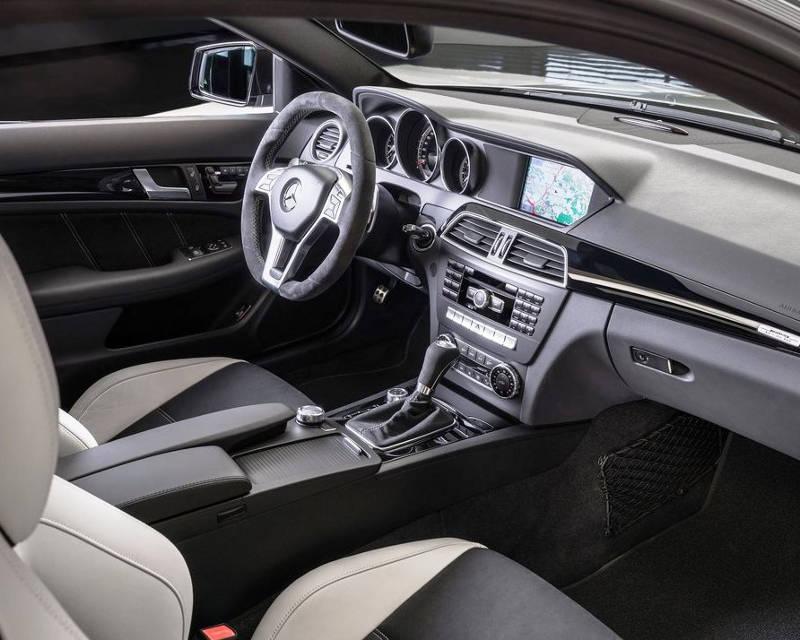 салон Mercedes C63 AMG Edition 507 2014