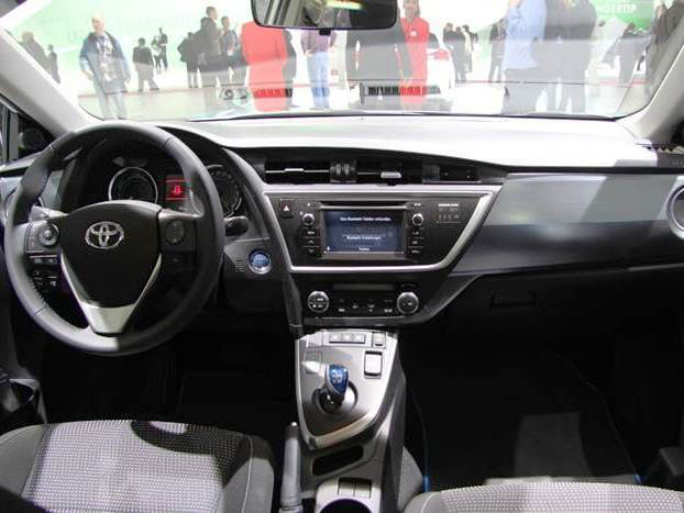 салон Toyota Auris Touring Sports 2014
