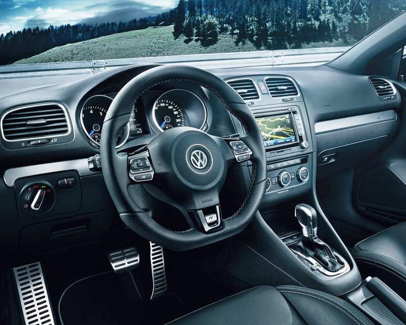 салон Volkswagen Golf R Cabriolet 2014