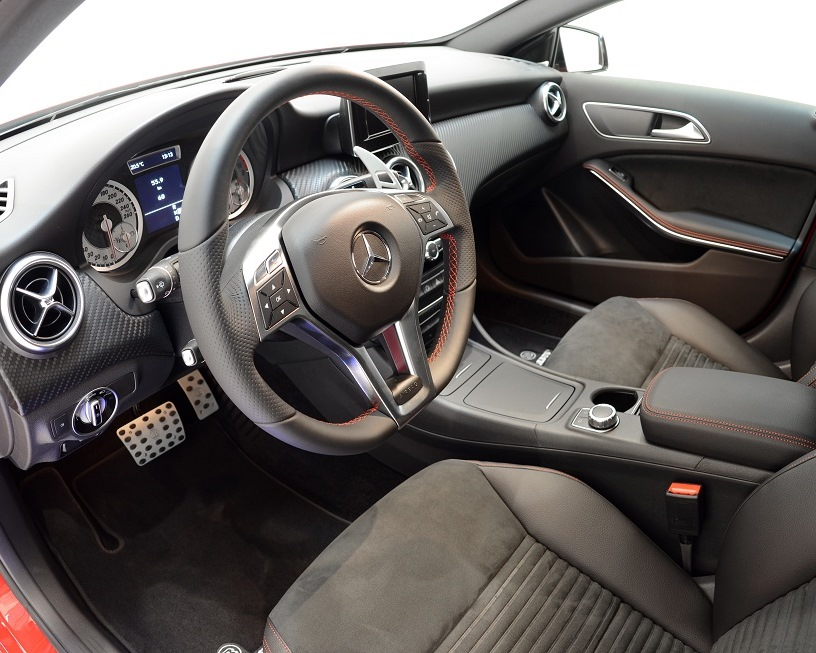 салон тюнингованного Mercedes A-Class 2013