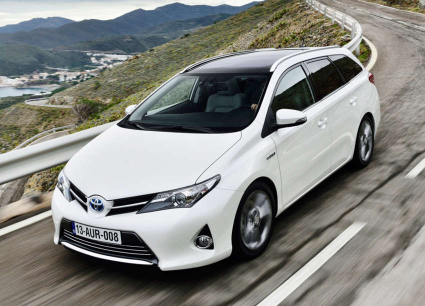 универсал Toyota Auris Touring Sports