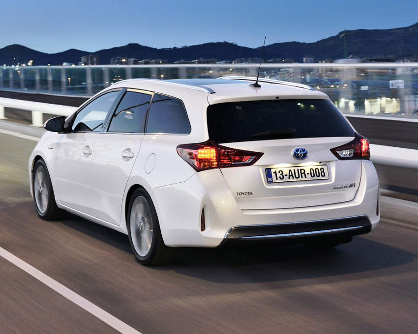 задняя часть Toyota Auris Touring Sports