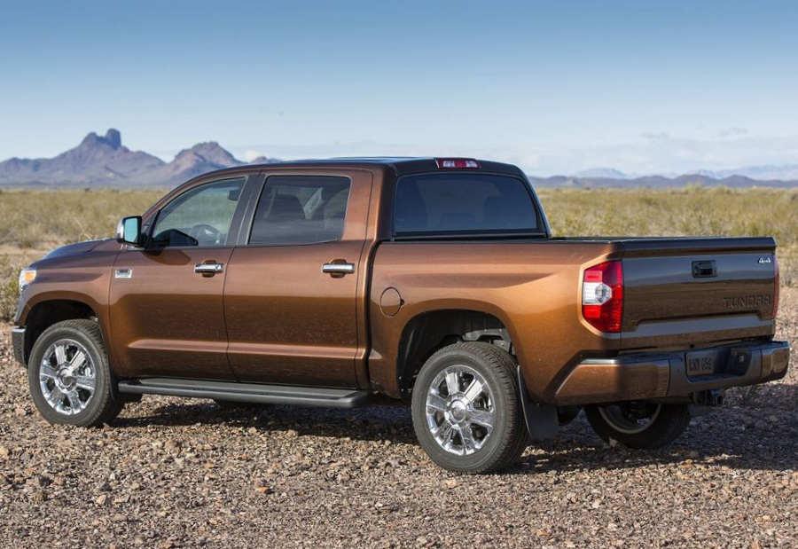 задняя часть Toyota Tundra 2014