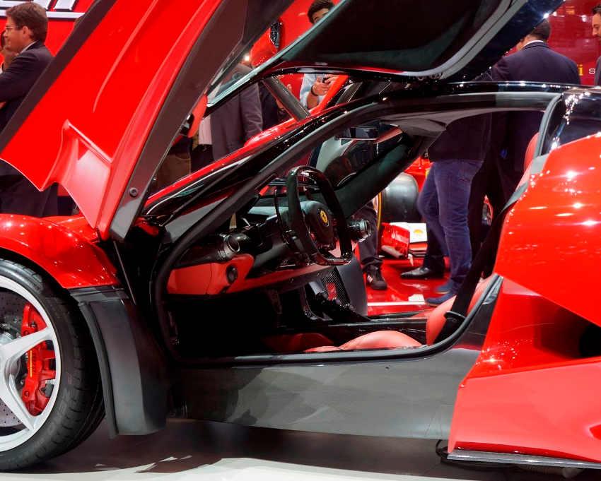 интерьер Ferrari LaFerrari 2014