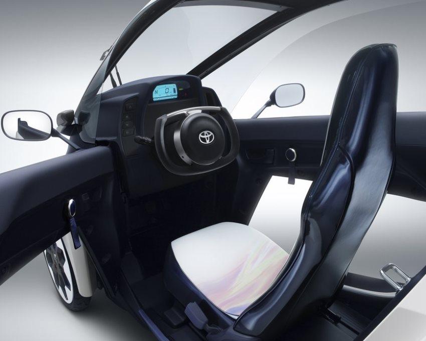 салон Toyota i-Road Concept 2013