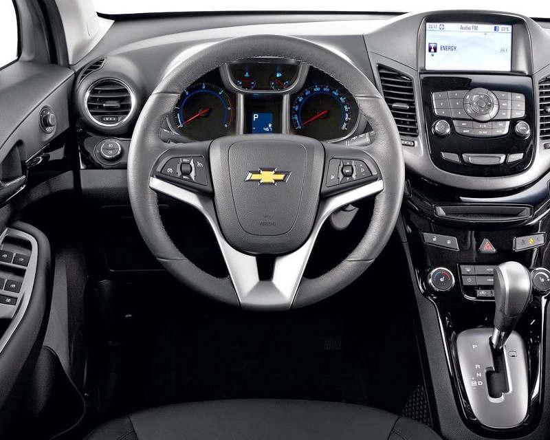 салон дизельного Chevrolet Orlando