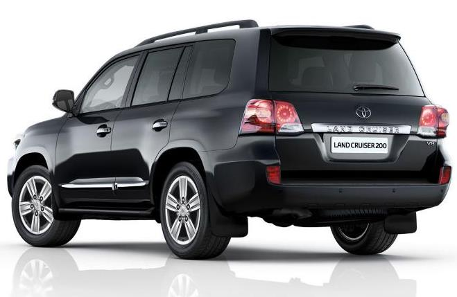 задняя часть Toyota Land Cruiser 200 2013