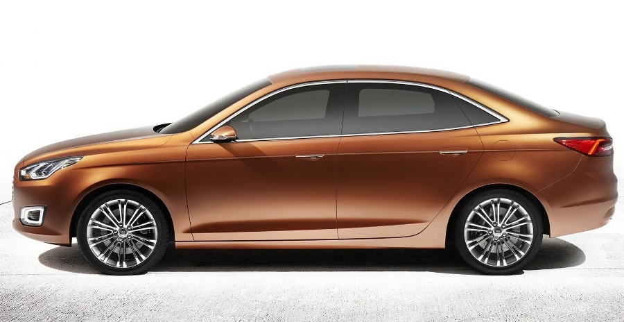 фото Ford Escort Concept 2013 сбоку