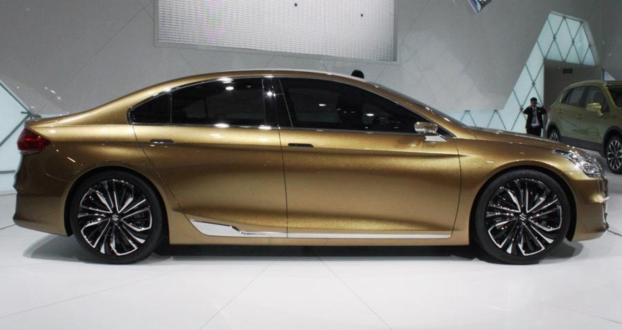 фото Suzuki Authentics Concept 2013 сбоку