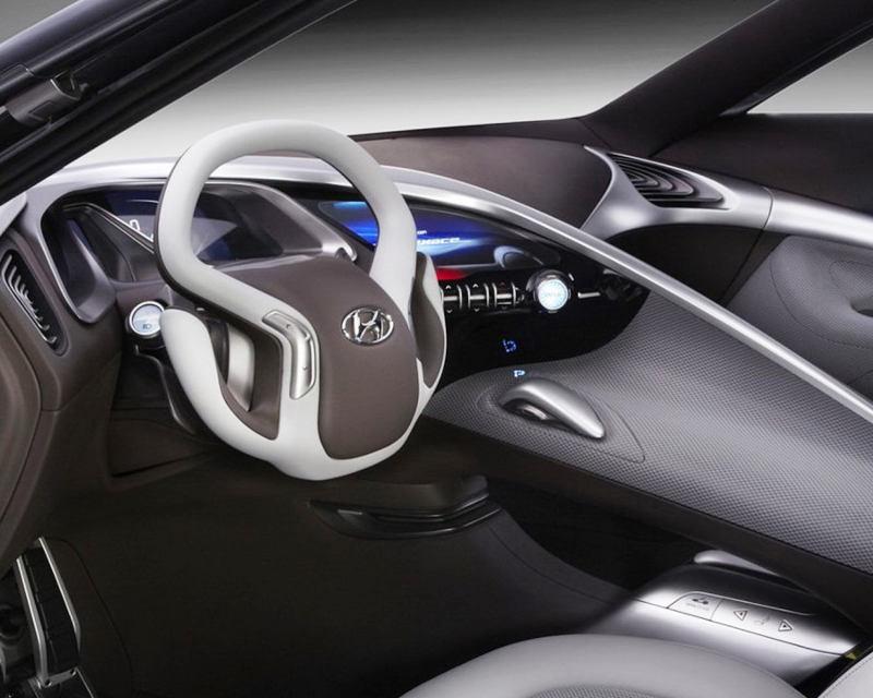 салон Hyundai HND-9 2013