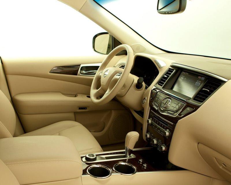 салон Nissan Pathfinder Hybrid 2014