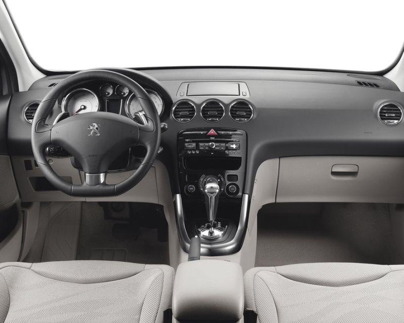 салон Peugeot 308 2013