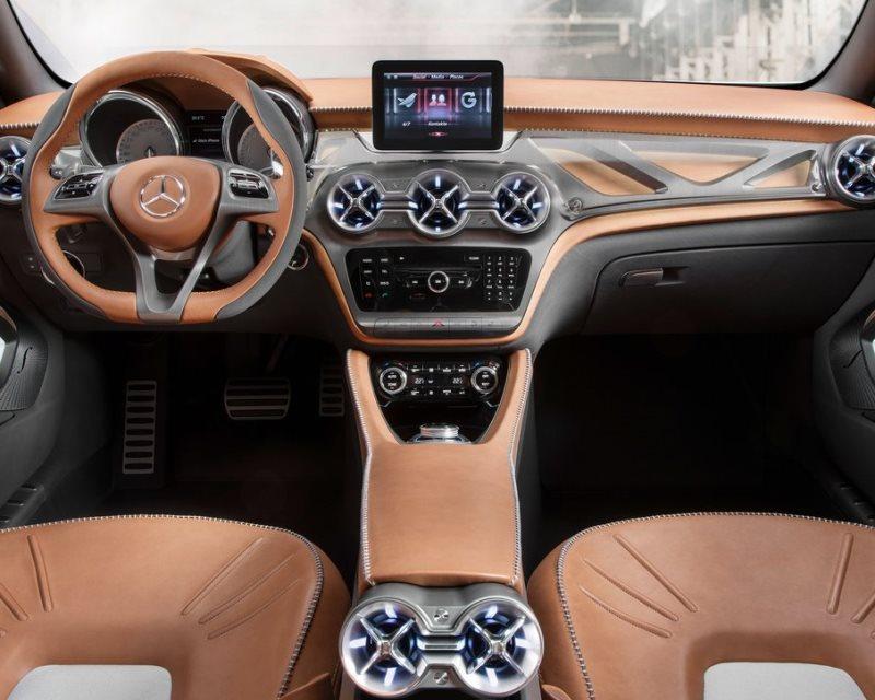 салон концепта Mercedes GLA 2013