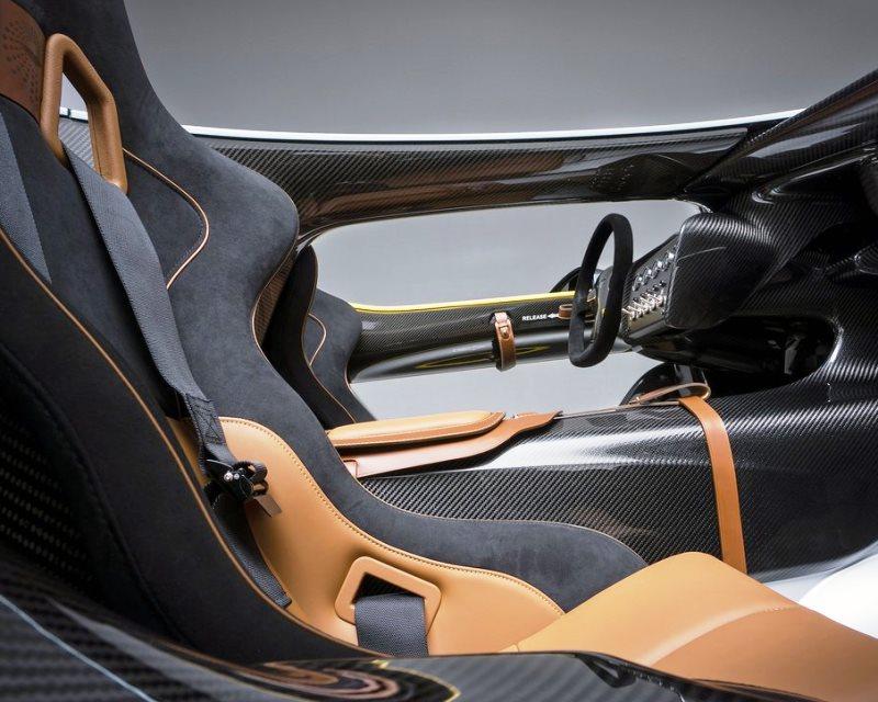 интерьер Aston Martin CC100 Speedster Concept