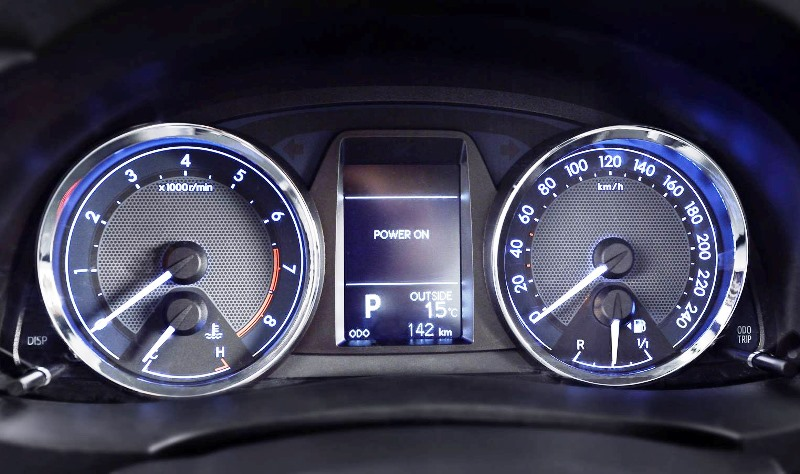 приборная панель Toyota Corolla 2014