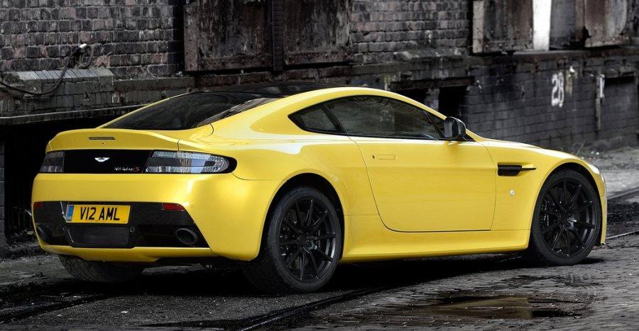 задняя часть Aston Martin V12 Vantage S 2014