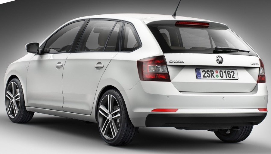 белый Skoda Rapid Spaceback 2014
