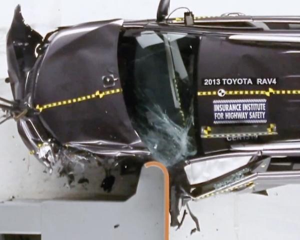 краш-тест Toyota RAV4 2013 от IIHS
